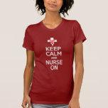 Guarde la calma y a la enfermera en la camisa - pa