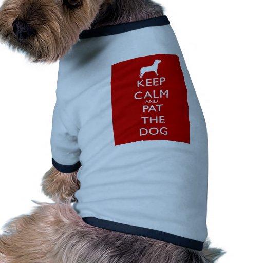 ¡Guarde la calma y a Pat el perro! Camisetas De Mascota