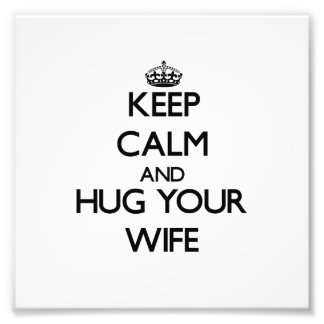 Guarde la calma y abrace a su esposa cojinete