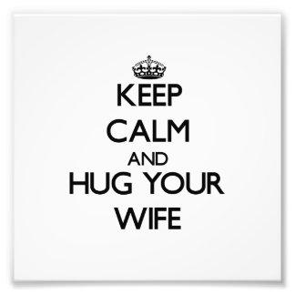 Guarde la calma y abrace a su esposa arte con fotos