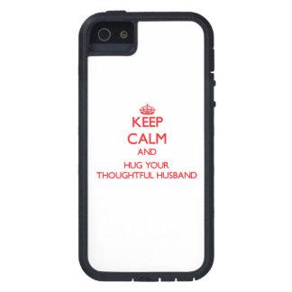 Guarde la calma y ABRACE a su marido pensativo iPhone 5 Protectores