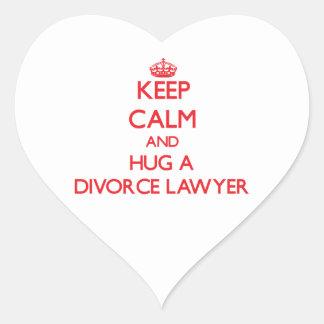 Guarde la calma y abrace a un abogado de divorcio pegatinas de corazon