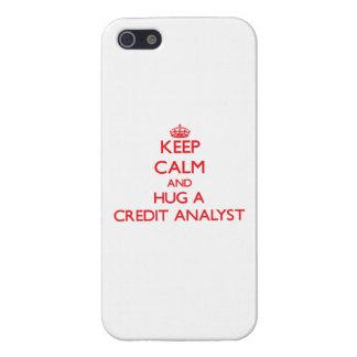 Guarde la calma y abrace a un analista de crédito iPhone 5 protectores