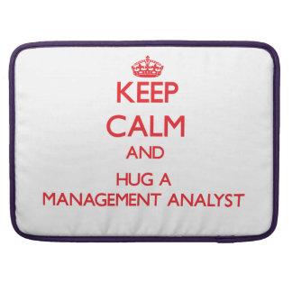 Guarde la calma y abrace a un analista de la gesti funda para macbook pro