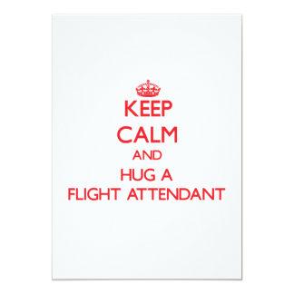 Guarde la calma y abrace a un asistente de vuelo comunicado