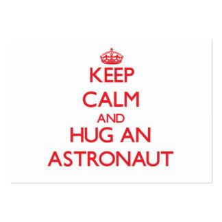 Guarde la calma y abrace a un astronauta tarjetas de visita