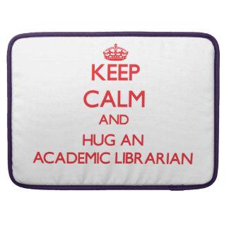 Guarde la calma y abrace a un bibliotecario académ fundas macbook pro