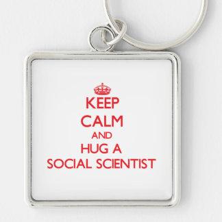 Guarde la calma y abrace a un científico social llaveros personalizados