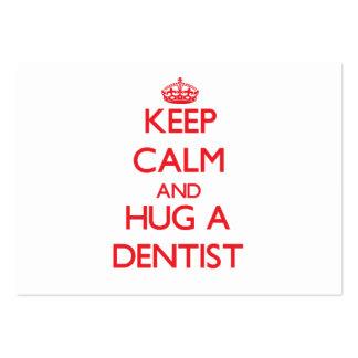 Guarde la calma y abrace a un dentista tarjetas de visita