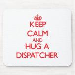 Guarde la calma y abrace a un despachador tapetes de raton