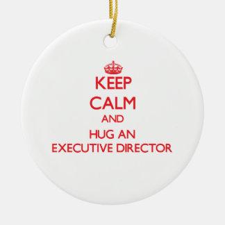 Guarde la calma y abrace a un director ejecutivo adorno navideño redondo de cerámica