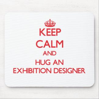 Guarde la calma y abrace a un diseñador de la expo alfombrilla de ratón