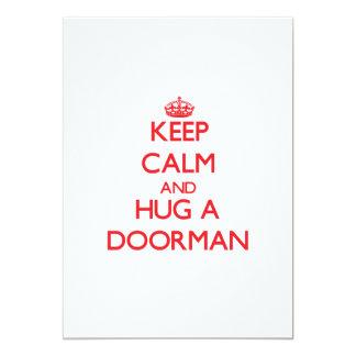 """Guarde la calma y abrace a un Doorman Invitación 5"""" X 7"""""""