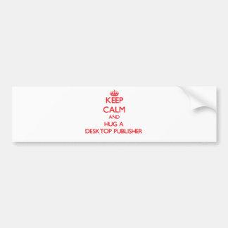 Guarde la calma y abrace a un editor de escritorio pegatina de parachoque