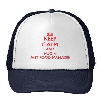 Guarde la calma y abrace a un encargado de los ali gorras de camionero