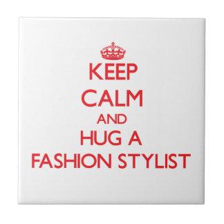 Guarde la calma y abrace a un estilista de la moda azulejos cerámicos