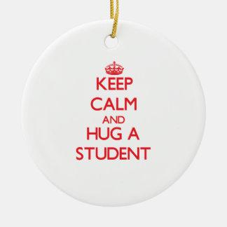 Guarde la calma y abrace a un estudiante ornamente de reyes