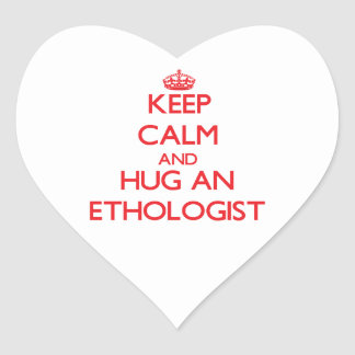Guarde la calma y abrace a un etólogo calcomania de corazon