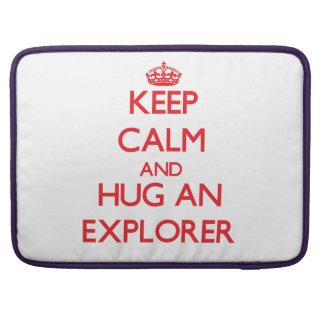 Guarde la calma y abrace a un explorador funda para macbook pro