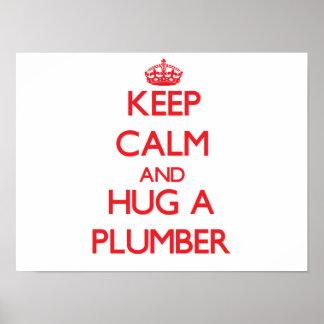 Guarde la calma y abrace a un fontanero póster