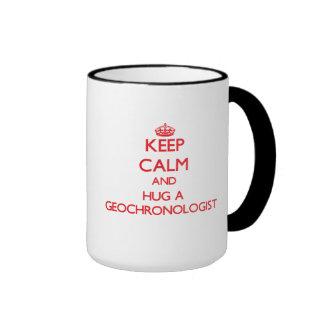 Guarde la calma y abrace a un geocronólogo tazas de café