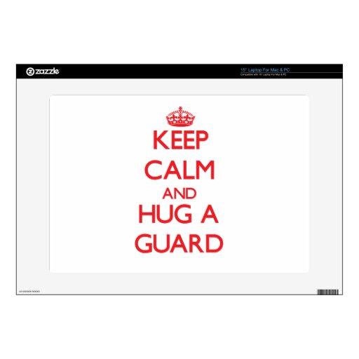 Guarde la calma y abrace a un guardia skins para portátiles