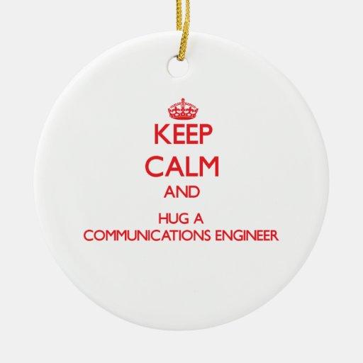 Guarde la calma y abrace a un ingeniero de las com ornamento para arbol de navidad