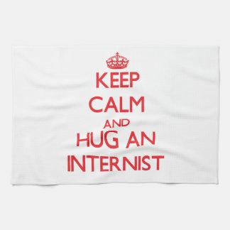 Guarde la calma y abrace a un interno toalla de mano