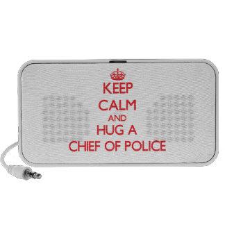 Guarde la calma y abrace a un jefe de policía altavoz