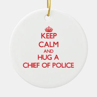 Guarde la calma y abrace a un jefe de policía adorno redondo de cerámica
