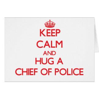 Guarde la calma y abrace a un jefe de policía tarjeton