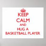 Guarde la calma y abrace a un jugador de básquet posters
