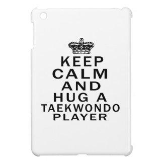 Guarde la calma y abrace a un jugador del Taekwond