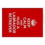 Guarde la calma y abrace a un labrador retriever tarjetas