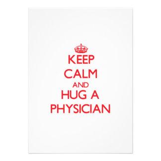 Guarde la calma y abrace a un médico invitaciones personales