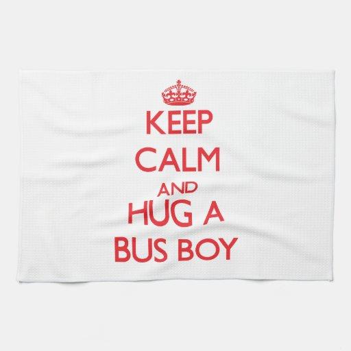 Guarde la calma y abrace a un muchacho de autobús toalla
