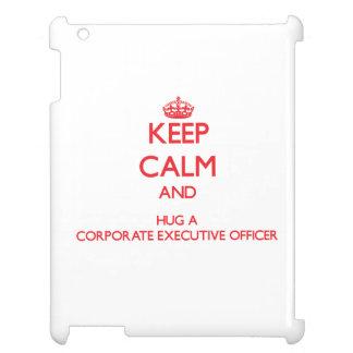 Guarde la calma y abrace a un oficial de ejecutivo