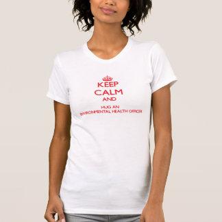 Guarde la calma y abrace a un oficial de higienes camiseta