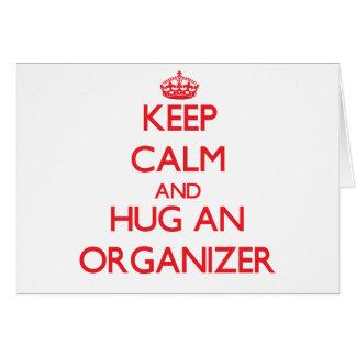 Guarde la calma y abrace a un organizador felicitación