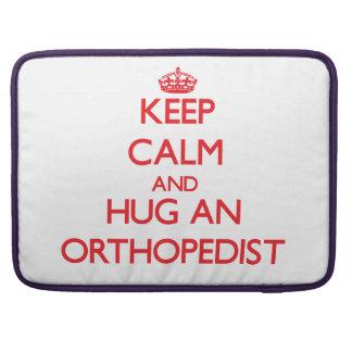 Guarde la calma y abrace a un ortopedista fundas macbook pro