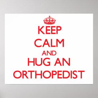 Guarde la calma y abrace a un ortopedista póster