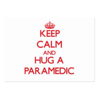 Guarde la calma y abrace a un paramédico tarjeta personal