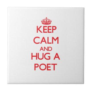 Guarde la calma y abrace a un poeta teja cerámica