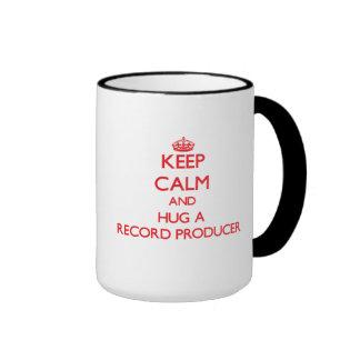 Guarde la calma y abrace a un productor de registr tazas