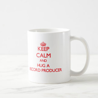 Guarde la calma y abrace a un productor de registr tazas de café