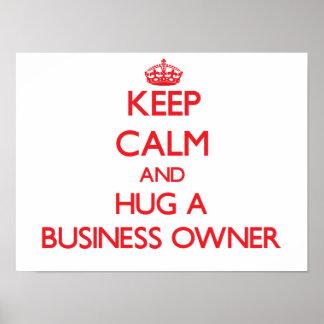 Guarde la calma y abrace a un propietario de negoc posters