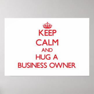 Guarde la calma y abrace a un propietario de negoc poster