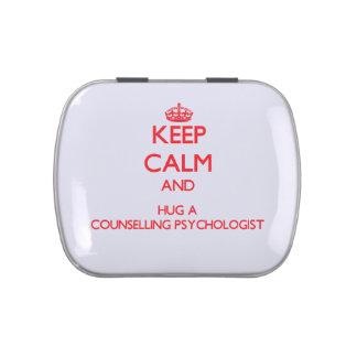 Guarde la calma y abrace a un psicólogo de asesora frascos de caramelos