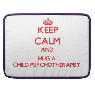 Guarde la calma y abrace a un psicoterapeuta del n fundas para macbook pro