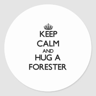 Guarde la calma y abrace a un silvicultor pegatina redonda